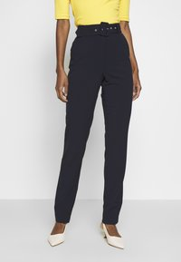 ONLY Tall - ONLTIKA FINI BELT PANT - Bukse - night sky - 0
