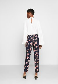 ONLY Tall - ONLNOVA PANT TALL - Trousers - night sky/magnolia - 2