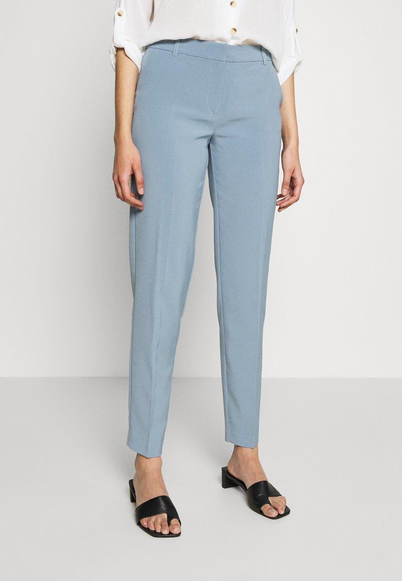 ONLY Tall - ONLVILDA ASTRID CIGARETTE PANT  - Bukse - faded denim