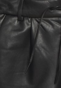 ONLY Tall - ONLPOPTRASH PANT - Spodnie materiałowe - black - 2