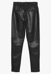ONLY Tall - ONLPOPTRASH PANT - Spodnie materiałowe - black - 1
