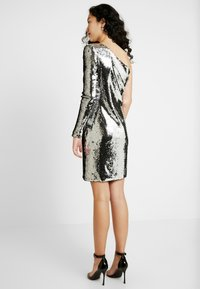 ONLY Tall - ONLHOLLY ONESHOULDER SEQUIN DRESS - Cocktailkjole - silver - 3