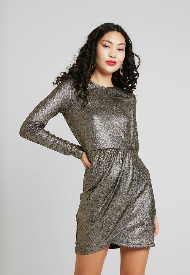 ONLALESSA GLITTER DRESS - Cocktailkleid/festliches Kleid - black/pale gold