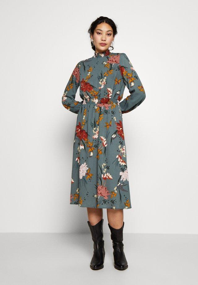 ONLELEONORA SMOCK DRESS - Korte jurk - balsam green