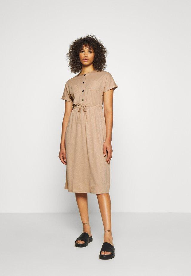 ONLNOMA  DRESS  - Sukienka z dżerseju - humus