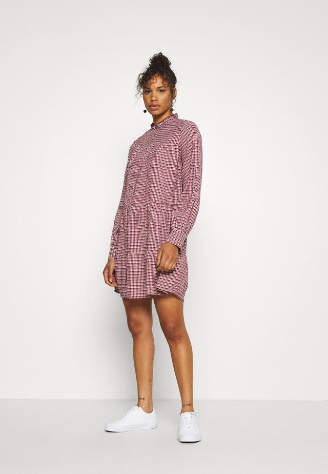 ONLCAROLE LIFE DRESS - Sukienka koszulowa - pomegranate