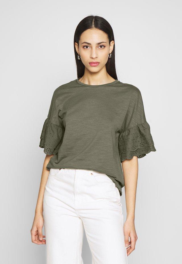 ONLCELINA LIFE - Camiseta estampada - kalamata