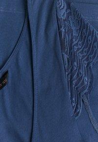 ONLY Tall - ONYFAITH V-NECK - T-shirts med print - vintage indigo - 2