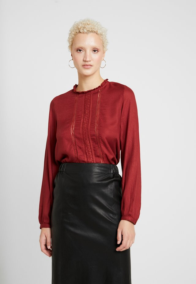 ONLLUNA FRILL - Blouse - red pear