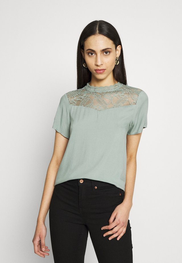 ONLFIRST NOOS - Bluse - chinois green