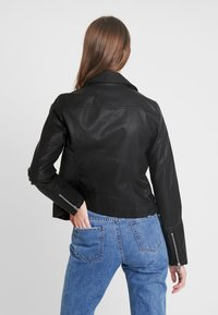 ONLY Tall - ONYFILIPPA JACKET - Faux leather jacket - black - 2