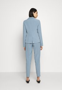 ONLY Tall - ONLSELMA ASTRID FITTED - Blazer - faded denim - 2