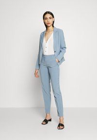 ONLY Tall - ONLSELMA ASTRID FITTED - Blazer - faded denim - 1