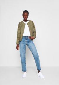 ONLY Tall - ONLJASMIN QUILTED JACKET - Light jacket - green - 1