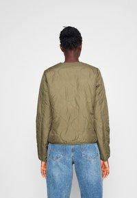 ONLY Tall - ONLJASMIN QUILTED JACKET - Light jacket - green - 2