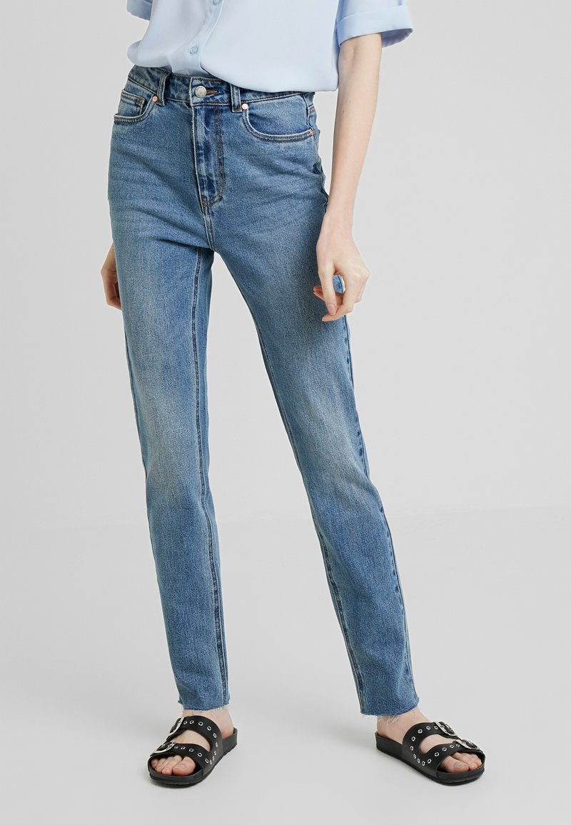 ONLY Tall - ONLEMILY JE T - Džíny Relaxed Fit - medium blue denim