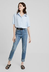 ONLY Tall - ONLEMILY JE T - Džíny Relaxed Fit - medium blue denim - 1