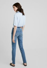 ONLY Tall - ONLEMILY JE T - Džíny Relaxed Fit - medium blue denim - 2