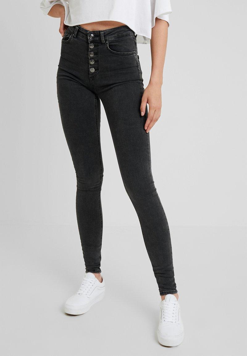 ONLY Tall - ONLBLUSH BUTTON - Jeans Skinny Fit - black denim