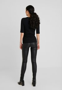 ONLY Tall - ONLROYAL ROCK COATED - Vaqueros pitillo - black - 2