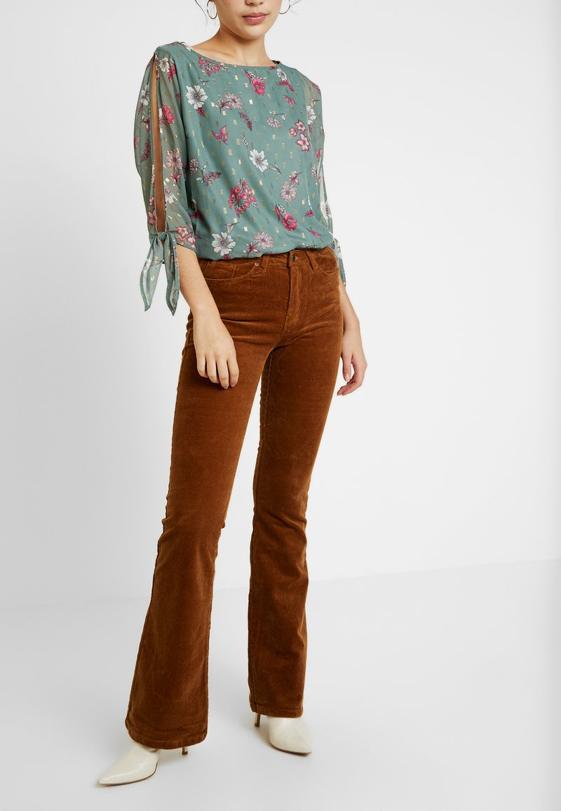 ONLY Tall - Flared Jeans - toasted coconut