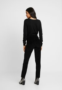 ONLY Tall - ONLEMILY GLOBAL - Kalhoty - black - 2