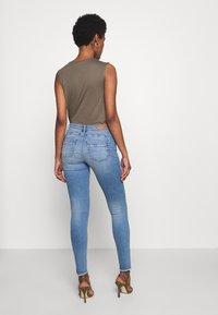 ONLY Tall - ONLALLAN PUSH UP  - Jeans Skinny Fit - light blue denim - 2