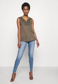 ONLY Tall - ONLALLAN PUSH UP  - Jeans Skinny Fit - light blue denim - 1