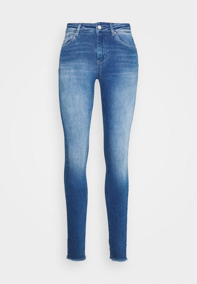 ONLBLUSH LIFE ANKRAW  - Jeans Skinny Fit - medium blue denim