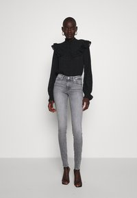 ONLY Tall - ONLSHAPE LIFE  - Jeans Skinny - grey denim - 1