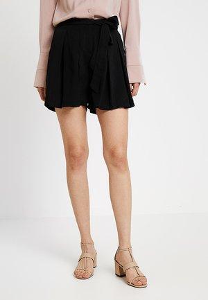 ONLATINA - Shorts - black