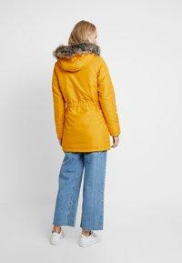 ONLY Tall - ONLIRIS - Parka - golden yellow - 2