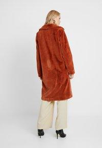 ONLY Tall - ONLASHLEY COAT TALL - Płaszcz wełniany /Płaszcz klasyczny - picante - 2