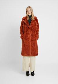 ONLY Tall - ONLASHLEY COAT TALL - Płaszcz wełniany /Płaszcz klasyczny - picante - 0
