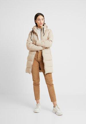 ONLALANA QUILTED COAT - Vinterkåpe / -frakk - beige