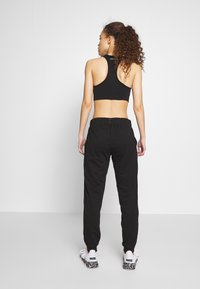ONLY PLAY Petite - ONPPERFORMANCE ATHL AYN PANT - Legging - black/black & red - 2