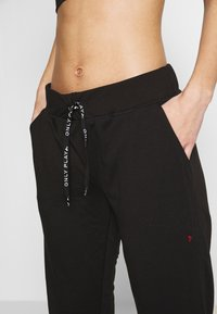 ONLY PLAY Petite - ONPPERFORMANCE ATHL AYN PANT - Legging - black/black & red - 5