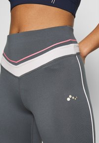 ONLY PLAY Petite - ONPJEWEL TRAINING TIGHTS - Leggings - Trousers - turbulence - 4