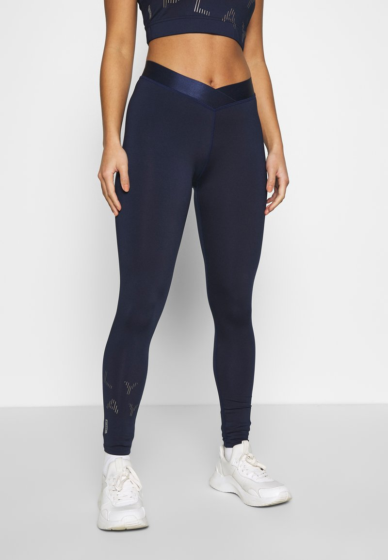 ONLY PLAY Petite - ONPMILEY TRAINING TIGHTS - Legging - maritime blue/white gold