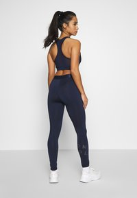ONLY PLAY Petite - ONPMILEY TRAINING TIGHTS - Legging - maritime blue/white gold - 2