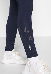 ONLY PLAY Petite - ONPMILEY TRAINING TIGHTS - Legging - maritime blue/white gold - 4