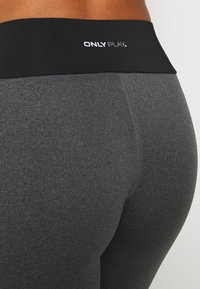 ONLY PLAY Petite - ONPJYNX TRAINING TIGHTS PETITE - Leggings - Trousers - dark grey melange/black/white/gold - 5