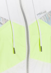 ONLY PLAY Petite - ONPAGATA JACKET PETITE - Chaqueta de entrenamiento - white/safety yellow/iridescent