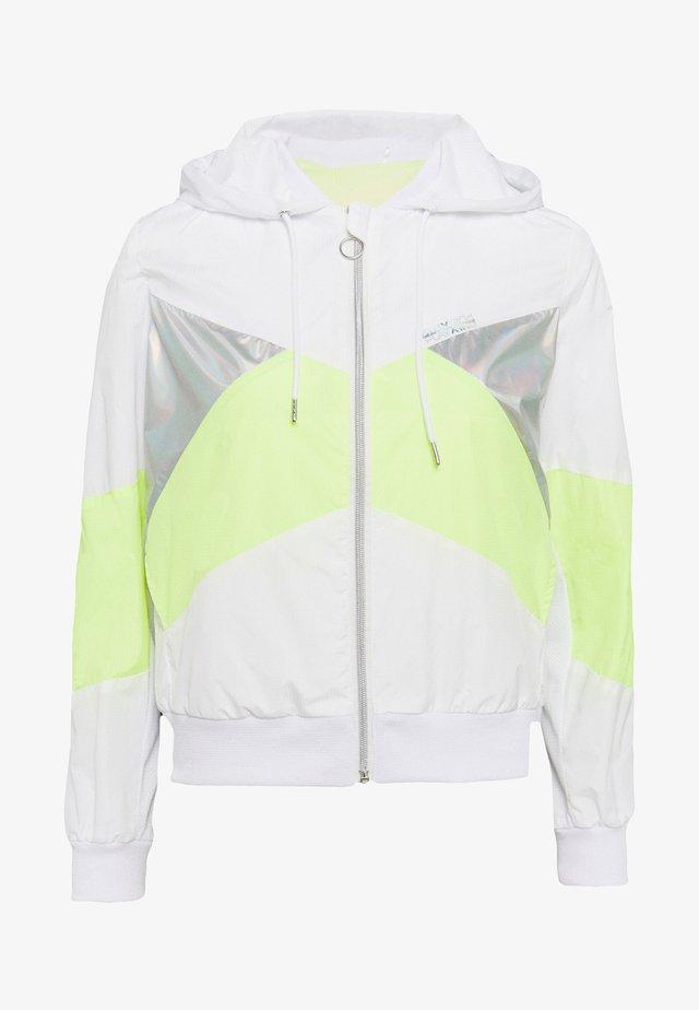 ONPAGATA JACKET PETITE - Let jakke / Sommerjakker - white/safety yellow/iridescent