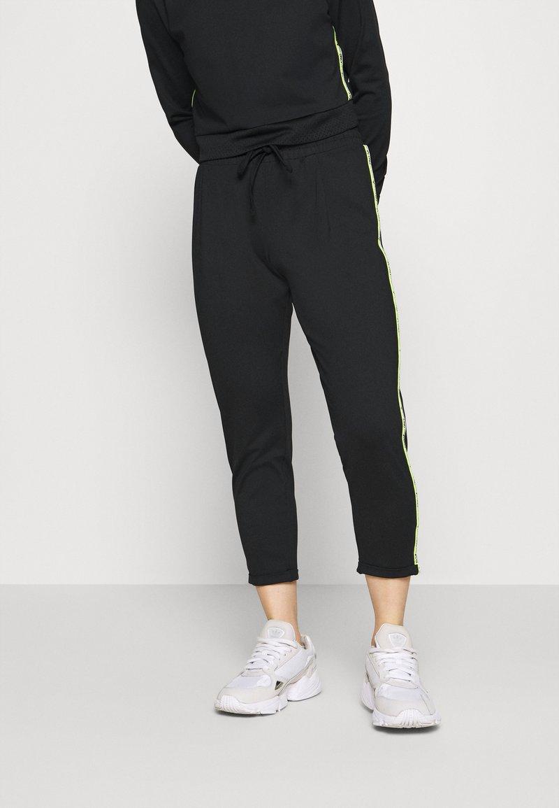 ONLY PLAY Petite - ONPADOR PANTS  - Pantalones deportivos - black
