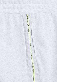 ONLY PLAY Petite - ONPALYSSA PANTS PETITE - Tracksuit bottoms - white melange/saftey yellow - 2