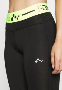 ONLY PLAY Petite - ONPJACEI 3/4 TIGHTS PETITE - Leggings - black/safety yellow - 5