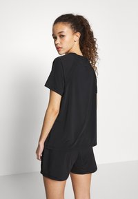 ONLY PLAY Petite - ONPPERFORMANCE LOOSE - Basic T-shirt - black - 2