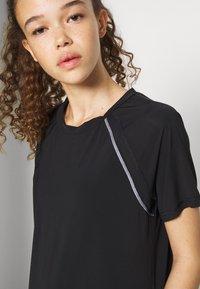 ONLY PLAY Petite - ONPPERFORMANCE LOOSE - Basic T-shirt - black - 3