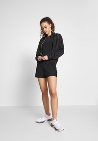 ONLY PLAY Petite - ONPPERFORMANCE RUN JACKET - Training jacket - black